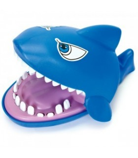 Rekin atakuje